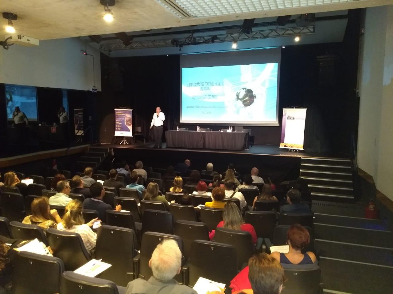 Quantum Grupo promove treinamento para SINDHOSFIL