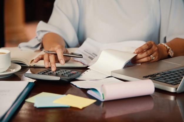 Como pagar a primeira parcela do 13º salário?